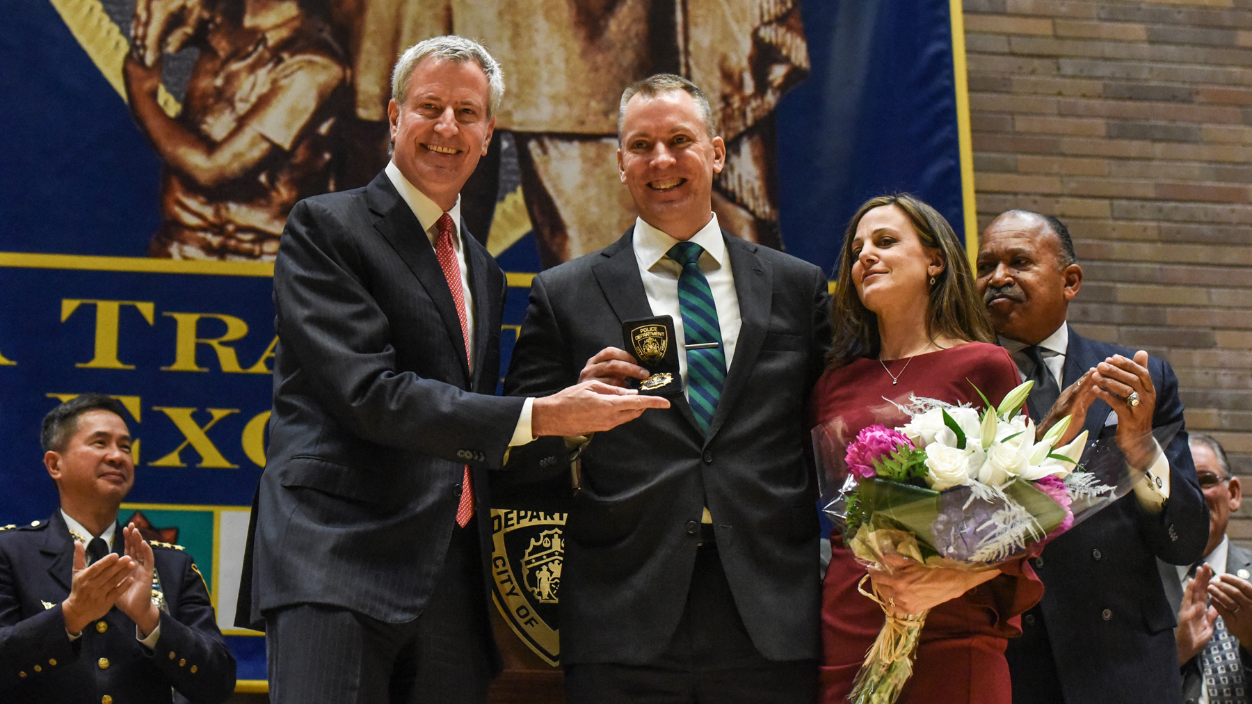 NEW YORK, NY - DECEMBER 02: Dermot Shea (C) poses after being sworn in as the new NYPD Police Commissioner while standing next to the Bill de Blasio, Mayor of New York City, (L) on December 2, 2019 in New York City. Dermot Shea is the 44th commissioner of New York City following a three year term of James P. O'Neill. (Photo by Stephanie Keith/Getty Images)