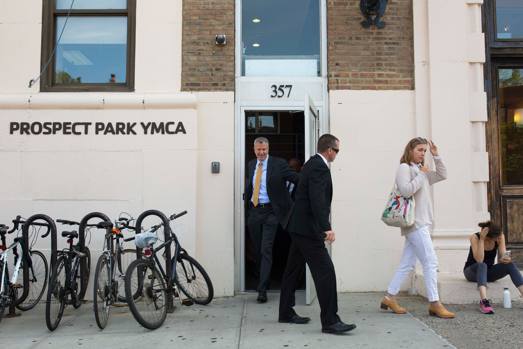 Mayor Bill de Blasio leaves after exercising at the Prospect Park YMCA in New York, July 12, 2016. The Brooklyn gym is at the center of a three-block archipelago of neighborhood haunts which were part of his pre-mayoral life and where he now routinely returns most mornings. (Dave Sanders/The New York Times)